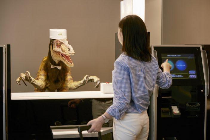 Роботы управляют отелем в Японии