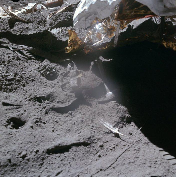 Сколько мусора на Луне
